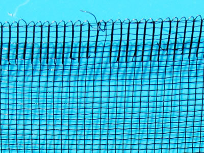 The detail about its edge and mesh openings of stainless steel mesh screen.